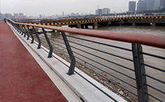 上海黄浦江边河道护栏案例
